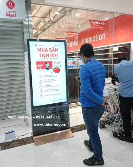 Màn Hình Quảng Cáo LCD Chân đứng 55'' Hệ thống trung tâm thương mại Lotte