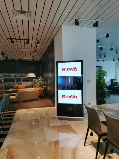 CUNG CẤP LẮP ĐẶT MÀN HÌNH LCD CHÂN ĐỨNG 65INCH - RITA VÕ GROUP